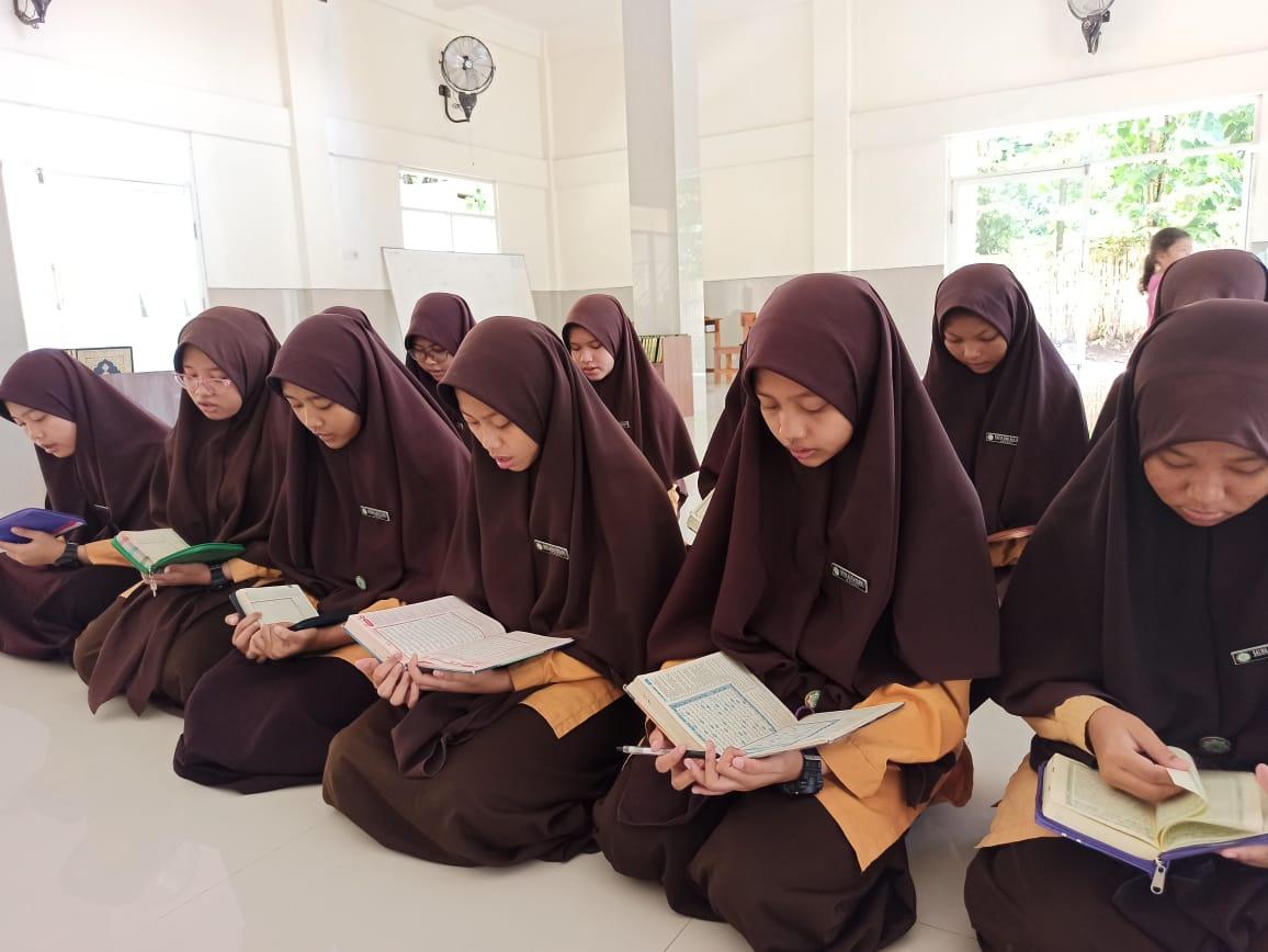 Sedekah Beras untuk Santri Penghafal Al-qur'an